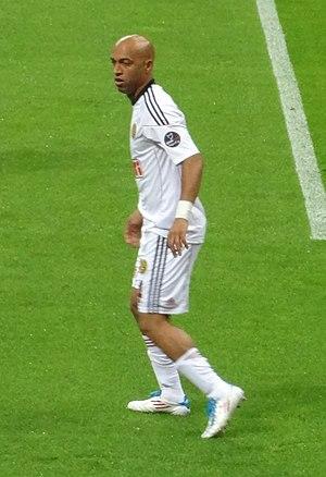 Dedé (footballer, born 1978) - Dedé playing with Eskişehirspor in 2011