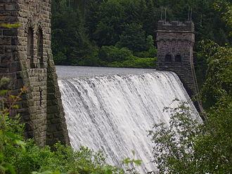 Derwent Reservoir (Derbyshire) - Derwent Dam in full flow - 11 July 2007