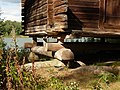 Detalle de la base del Granero Finlandés - panoramio.jpg