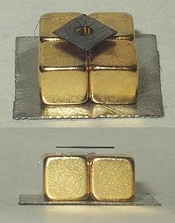 Diamagnetic graphite levitation.jpg