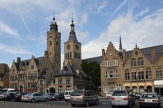 Diksmuide - Image: Diksmuide stadhuis, belfort, St Niclaas