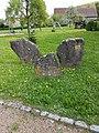 Dittigheim Kulturdenkmal 35 Einfassungssteine um 600 v. Chr. - 1.jpg