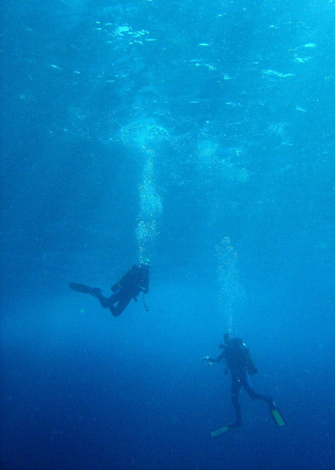 scuba diving safety stop at 3 meters for 5 min...