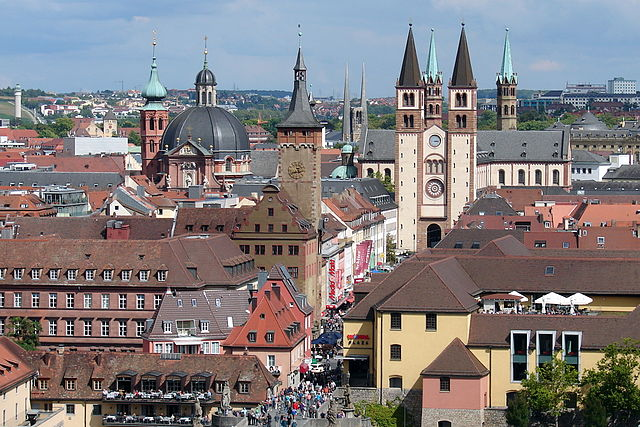 Würzburg, Kiliansdom und Rathaus