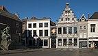 Dordrecht, straatzicht Visbrug-Groenmarkt met standbeeld van de gebroeders De Witt, slagerij (in RM13352) en ijssalon (in RM13352) IMG 0152 2018-02-25 11.02.jpg