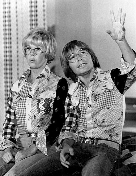 Day with John Denver on the TV special Doris Day Today (CBS, February 19, 1975) Doris Day John Denver 1975.JPG