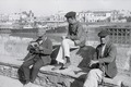 ETH-BIB-Drei Männer am Ufer des Guadalquivir in Sevilla-Nordafrikaflug 1932-LBS MH02-13-0505.tif