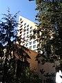 """Edificio con """"B"""" - panoramio.jpg"""