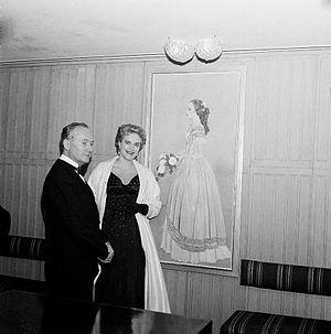Einar Jolin - The artist Einar Jolin and his wife Tatiana Angelini-Jolin by Jolin's painting of actress Inga Tidblad at the Royal Dramatic Theatre, Stockholm, 1957.