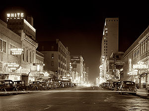 Elm St at night Dallas TX 1942.jpg