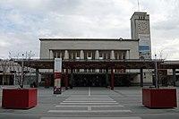 Entrée principale gare et parvis Clermont-Ferrand 2015-03-17.JPG