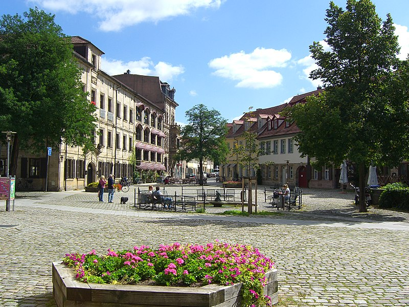File:Erlangen-Altstädter-Kirchplatz.jpg
