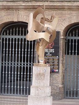 Escultura delante de la Plaza de toros de Valencia