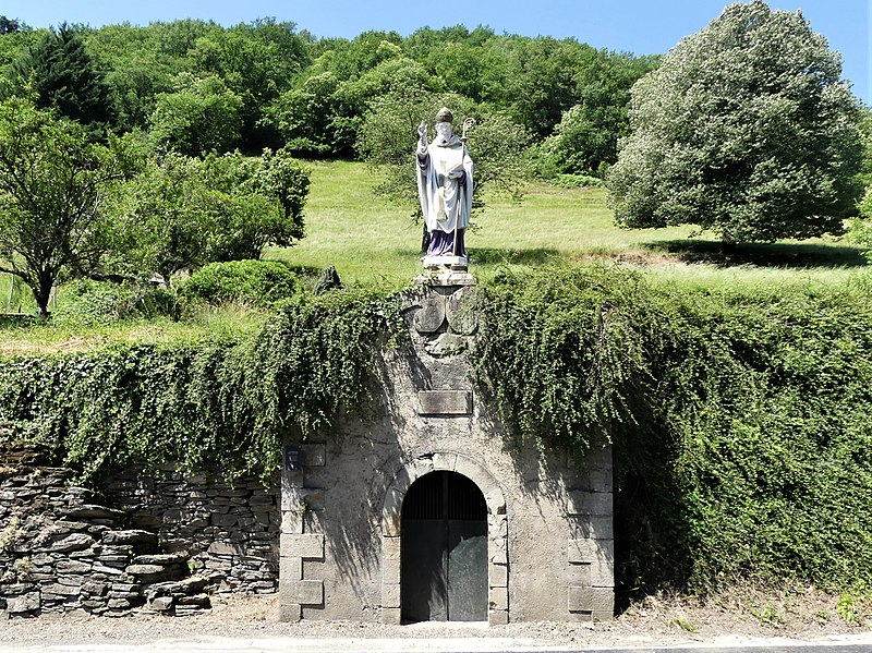 File:Estaing fontaine St Fleuret (1).jpg