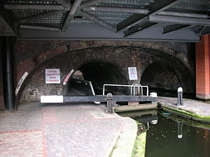 Birmingham and Fazeley Canal - Image: Farmers Bridge Lock 9