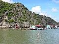 Fish boat houses Cat Ba.JPG