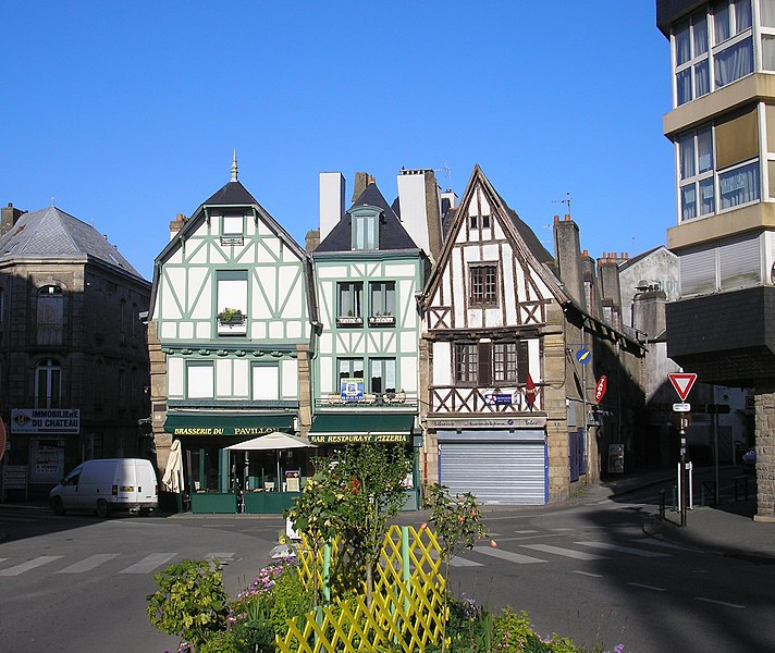 Auray (Bretagne, France). Bâtiments de la place de la République.