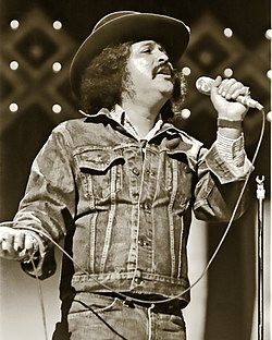 Freddy Fender singing in 1977.jpg