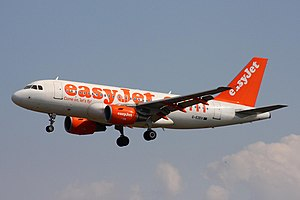 EasyJet - easyJet Airbus A319 wearing the former livery