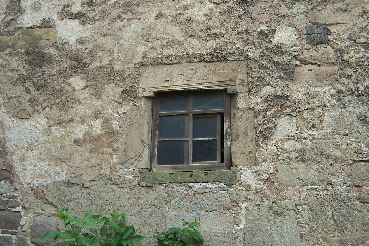 Datei gth mechterst dt kemenate nordfassade innenhof for Fenster wiki