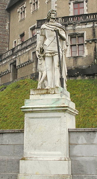 Gaston III, Count of Foix - Gaston III outside the Château de Pau.