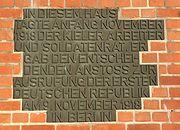 Gedenkafel Gewerkschaftshaus Kiel zur Novemberrevolution 1918