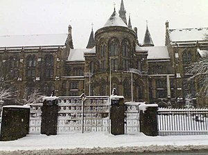 University of Glasgow Memorial Gates - The Memorial Gates in the snow