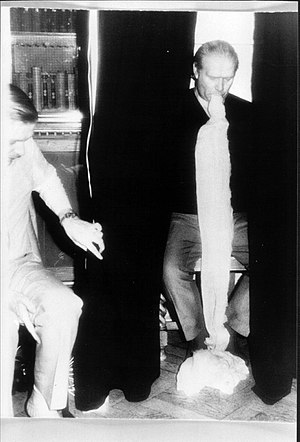 Gordon Higginson (medium) - Gordon Higginson with alleged ectoplasm.