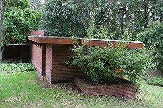 Gregor S. and Elizabeth B. Affleck House - Image: Gregor Affleck House exterior FLW , Architect Bloomfield Hills MI built in 1940 (291333707)