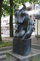 """Skulptur """"Großer Minotauros"""" von Richard Heß am Sennestadtring in Bielefeld-Sennestadt"""