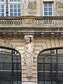 Hôtel Pichon, Bordeaux, cariatide de face, milieu droite.jpg