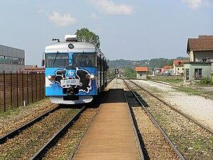 HŽ series 7121 - Image: HŽ 7122 series DMU (01)