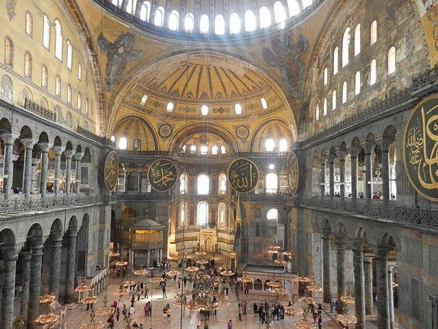 Ультранационалисты провели молитву в Стамбульском музее Святой Софии