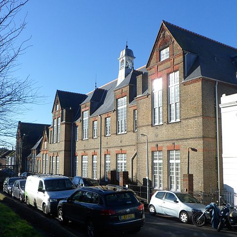File:Hanover Lofts (former Finsbury Road Board School ...