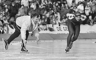 Hein Vergeer - Hein Vergeer with coach Henk Gemser during a 10000 m race at the national championships in 1985.jpg