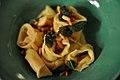 Hjemmelavet tortellini med salvie og pinjekerner (6953038815).jpg