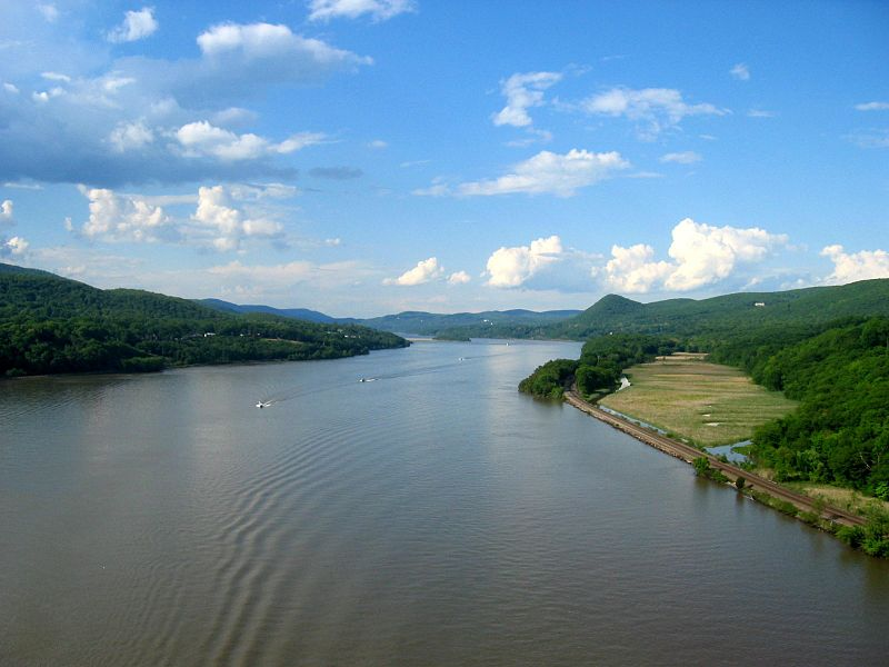 ファイル:Hudson river from bear mountain bridge.jpg