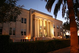 El Centro, California - Image: Imperial County Superior Courthouse El Centro Night