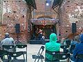 Indie-ansambel St Cheatersburg esinemas Tartu hansapäevade ajal Tartu toomkirikus, 21. juuli 2013.jpg