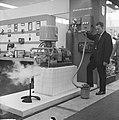 Instrumentenbeurs in Utrecht. een koudgaskoelmachine van Philips, Bestanddeelnr 915-6086.jpg