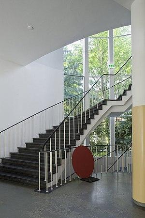 Jan Van Eyck Academie - Image: Interieur, overzicht van het trappenhuis bij de entree, gezien vanaf de begane grond Maastricht 20532181 RCE