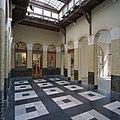 Interieur, passage ( voormalige hal met loketten ), richting linker zijgevel, voormalig postkantoor - Bergen op Zoom - 20344652 - RCE.jpg