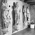 Interieur beelden, oorspronkelijk afkomstig van het raadhuis (details) - Kampen - 20121726 - RCE.jpg