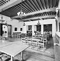 Interieur overzicht raadzaal voor de restauratie - Bergen op Zoom - 20324495 - RCE.jpg