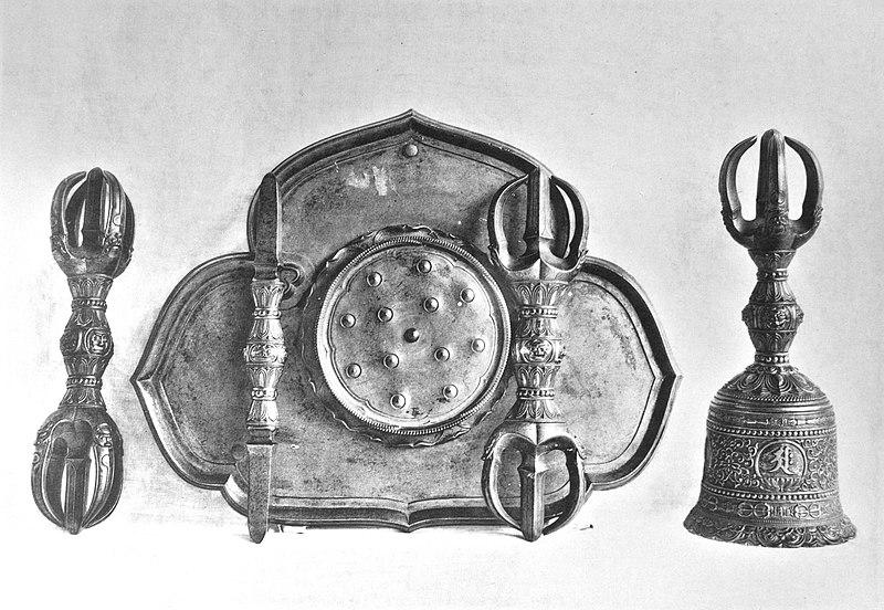 File:Itsukushima Jinsha Bronze Vadjras and Bell (477).jpg