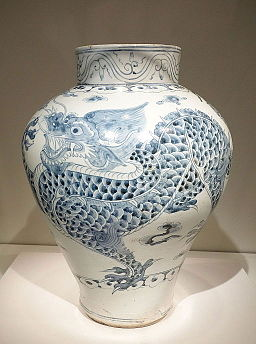 Jar with dragon design, Korea, Joseon dynasty, 1750-1850 AD, porcelain with underglaze cobalt - Asian Art Museum of San Francisco - DSC01433