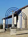 Jaure croix devant église (1).JPG