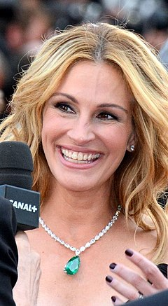 Julia Roberts won for playing the titular character in Erin Brockovich (2000). Julia Roberts Cannes 2016 3.jpg