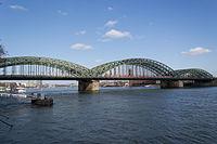 Köln – Hohenzollernbrücke 2016 02.jpg