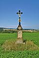 Kříž mezi hospodou Na Pindě a obcí Měrotín, okres Olomouc (02).jpg